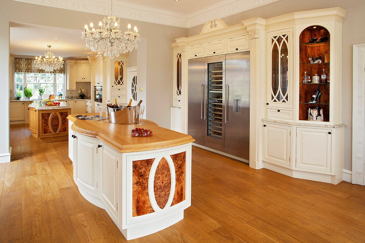 cs15-hand-painted-luxury-victorian-kitchen-by-broadway-12