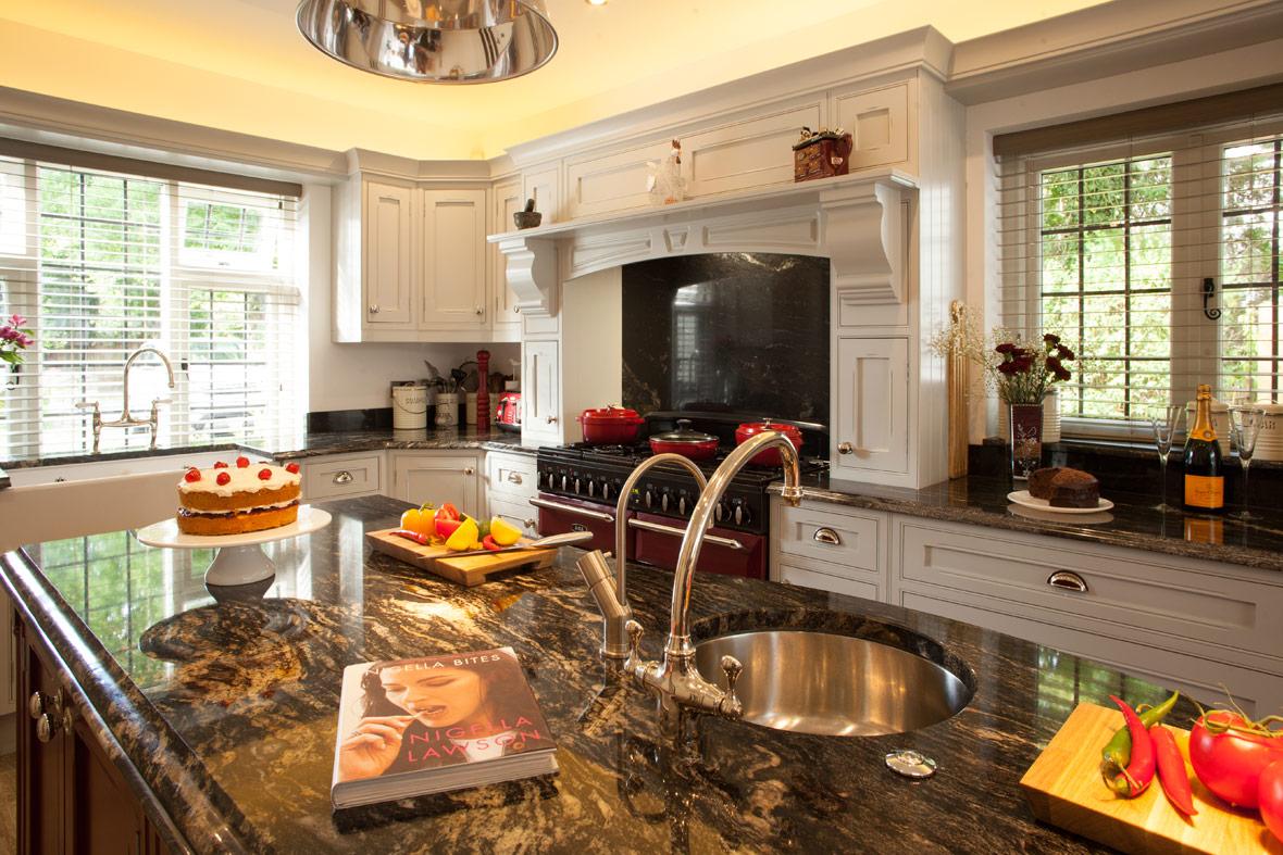 cs14-luxury-edwardian-kitchen-by-broadway-02