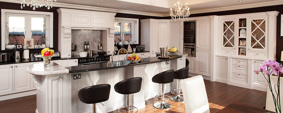 hand-painted-bespoke-edwardian-kitchen-by-broadway-01-1215