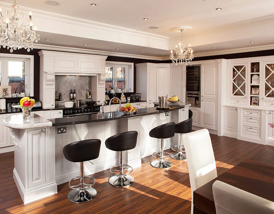 hand-painted-bespoke-edwardian-kitchen-by-broadway-01-1215