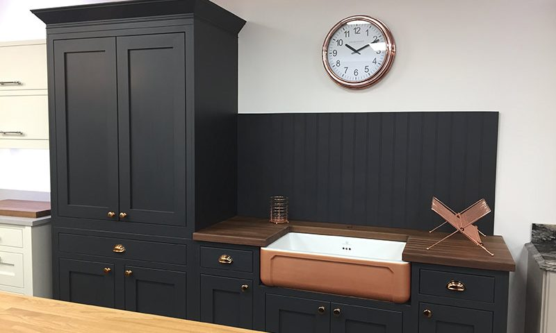 Shaker-kitchen-in-a-contemporary-colour-800